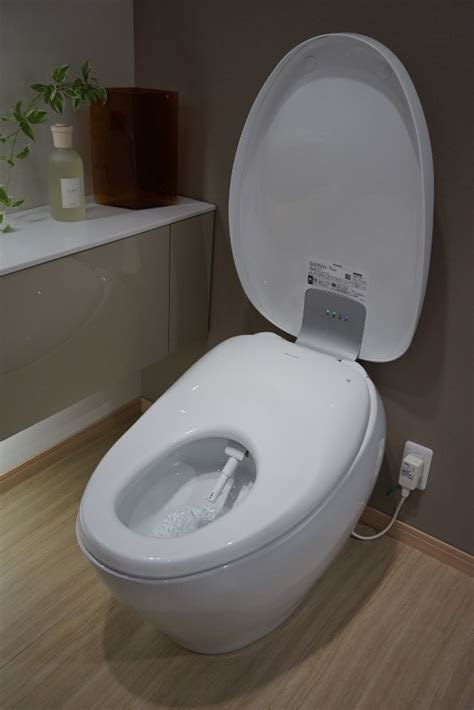 Luxurious loo: Toto to begin sales of deluxe 'washlet